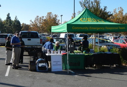 2013 10 home depot emergency preparedness fair 011